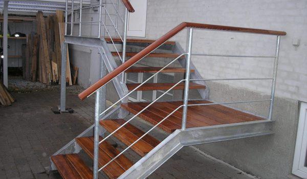 Trappe Med Repo, Udendørs