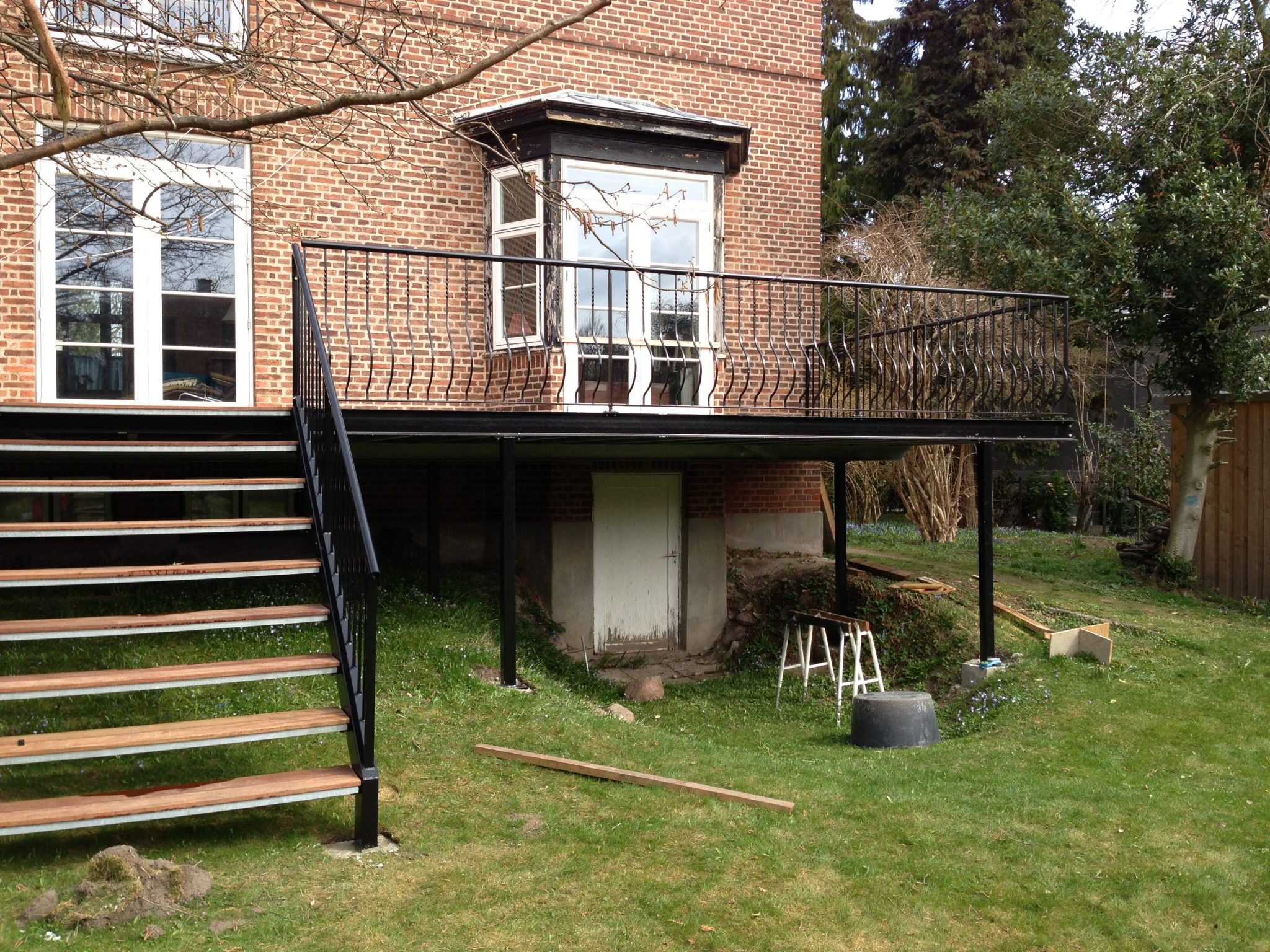 Terrasse med trappe til have – Christian Steel Design – Er alt i ...
